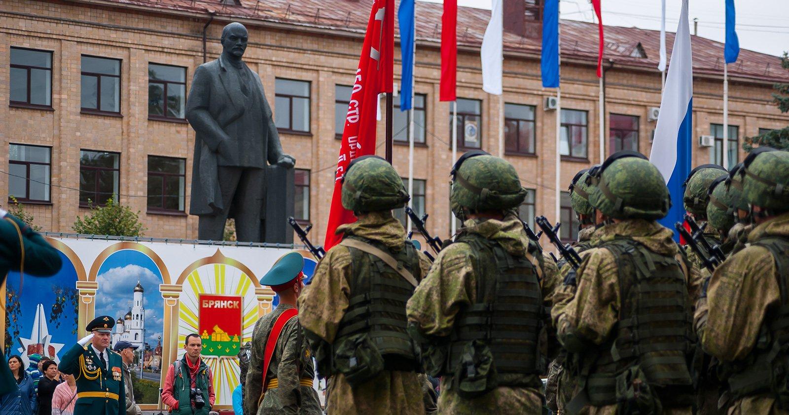 """Дедушка Ленин и """"Ратники"""""""